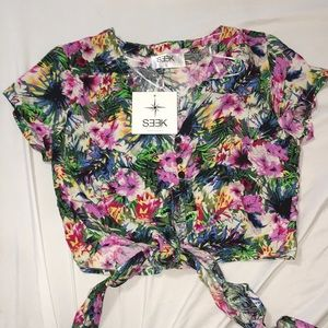 Never worn with tags floral Hawaiian crop top S